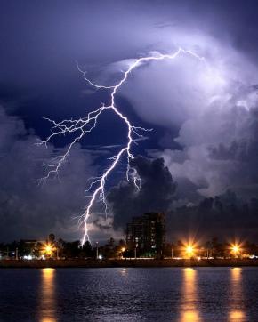 6299f-lightningoverthetonlesap