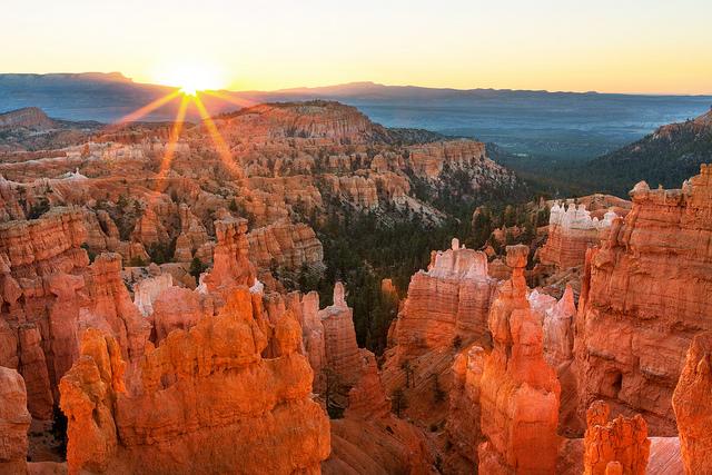 Sunrise at Bryce Canyon NP