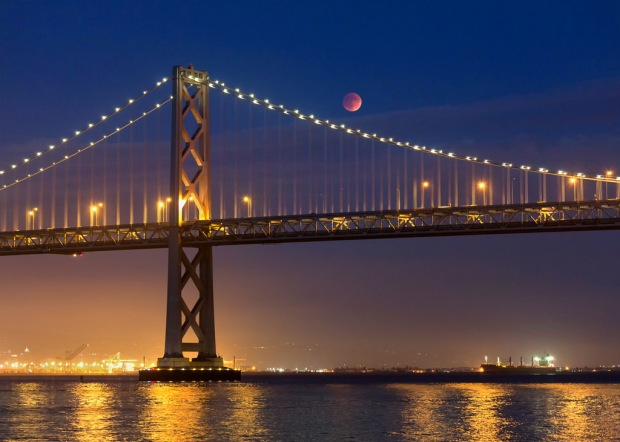 Super Bloodmoon Eclipse Over the Bay Bridge