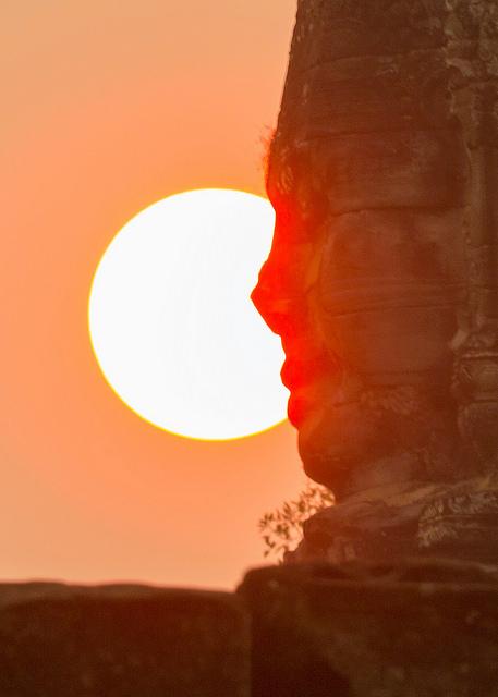 Hazy Sun behind Bayon Face