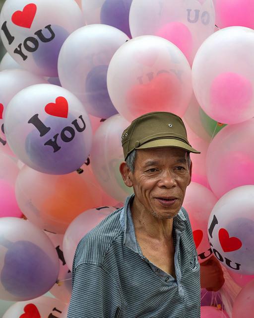 Balloon Salesman in Hanoi