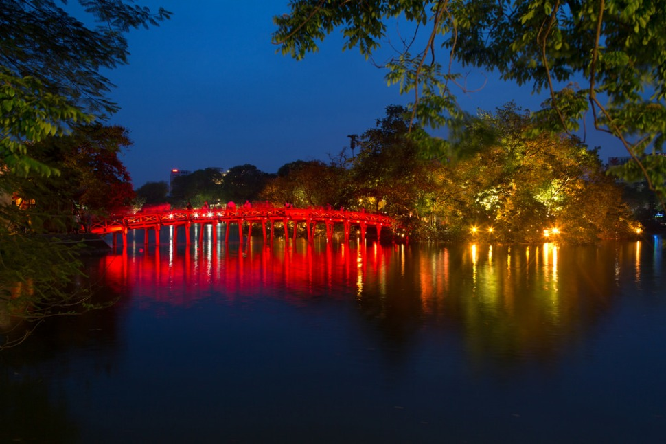 Hoan Kiem Lake after Sunset