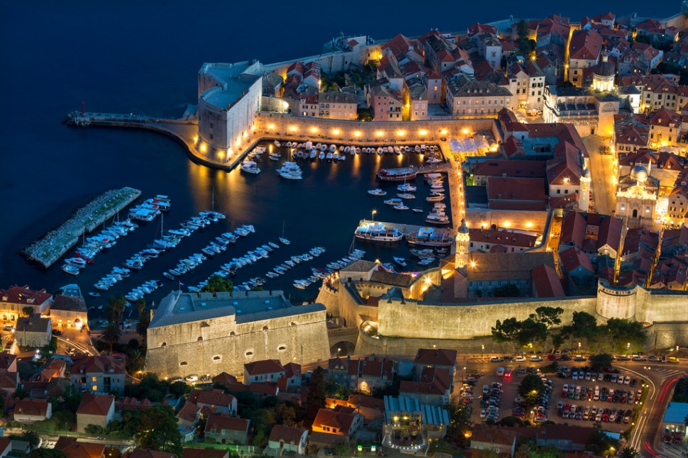 dubrovnik-at-night