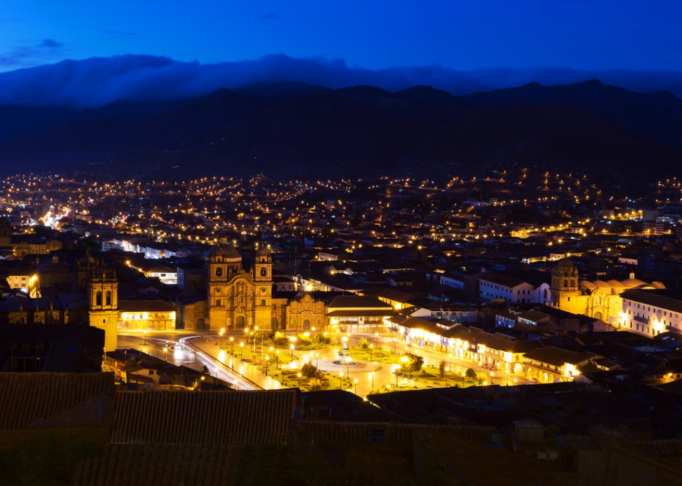 plaza-de-armas-in-cusco-before-dawn