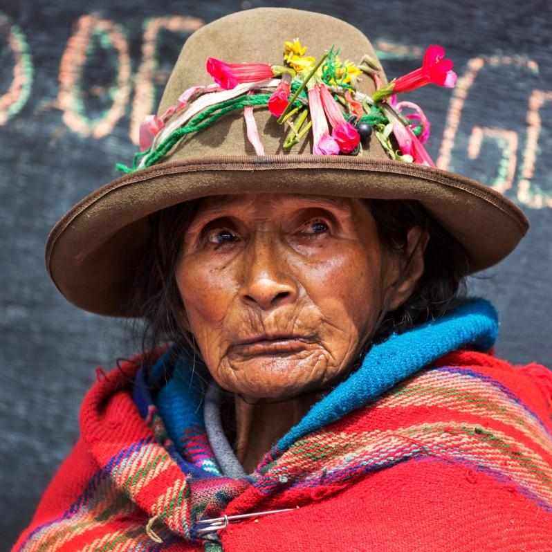 saleswoman-at-ollantaytambo-market