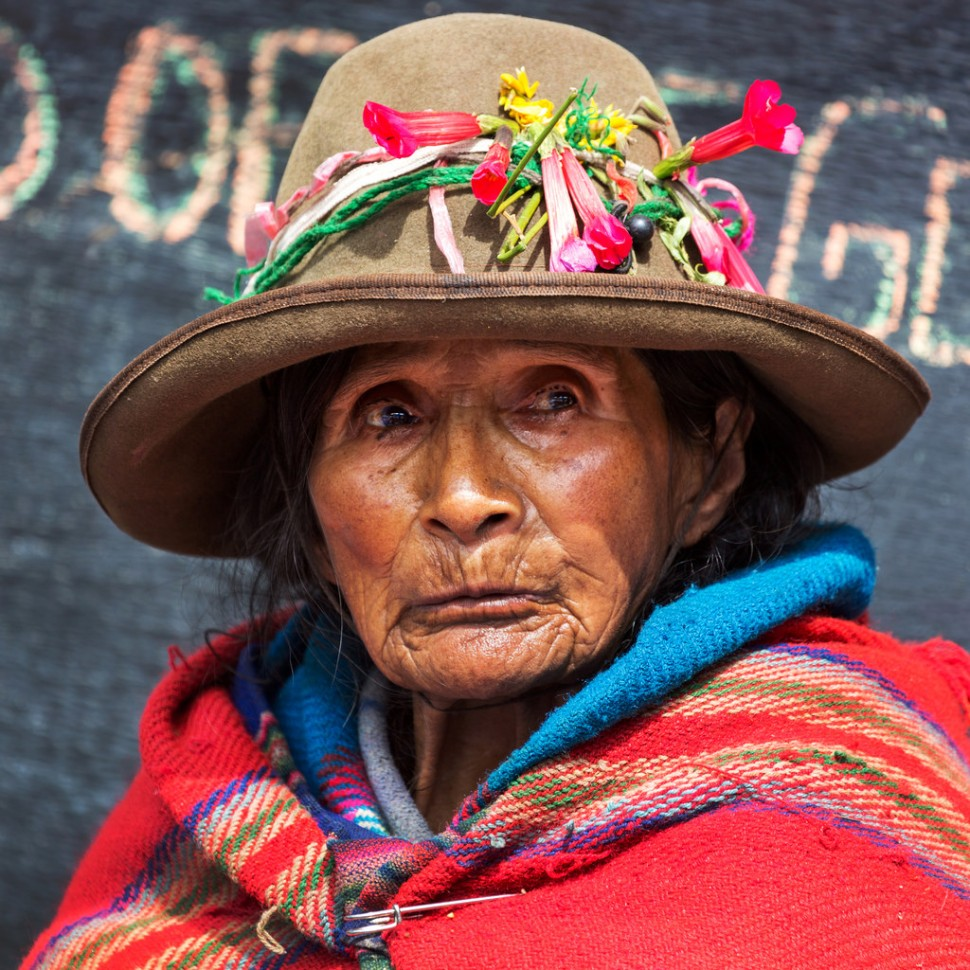 saleswoman-at-ollantaytambo-market