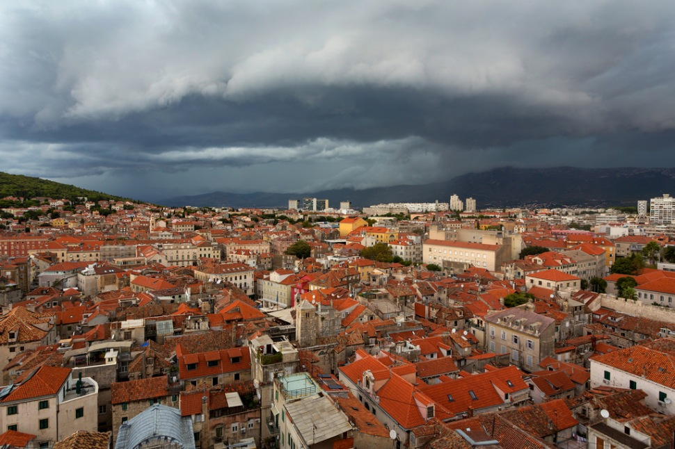 storm-over-split