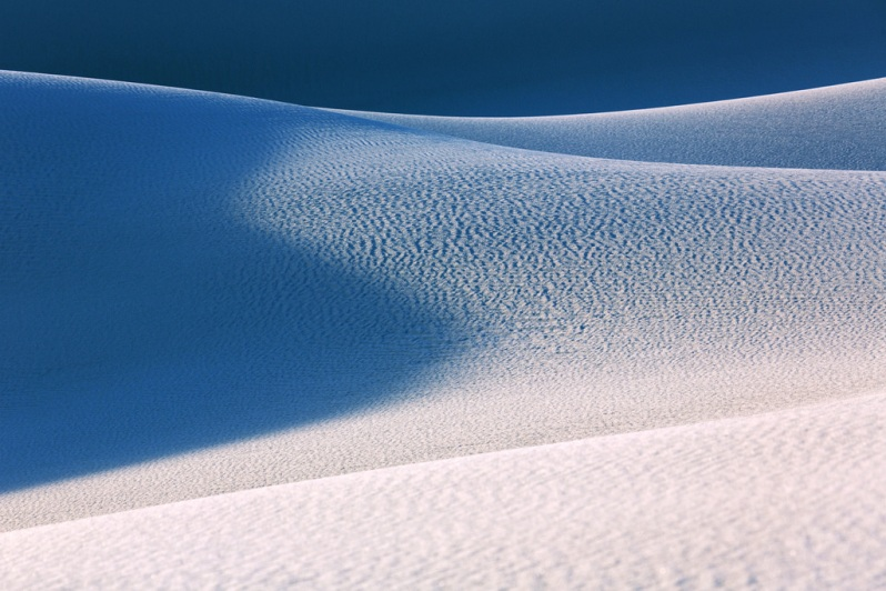 blue-shadow-curves-at-white-sands