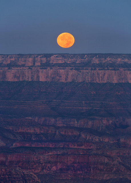 full-moon-setting-over-the-grand-canyon