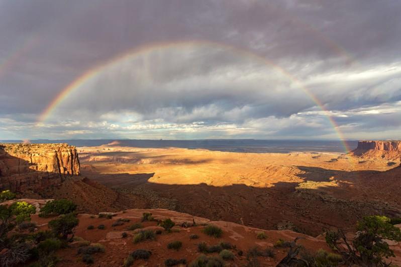 rainbow-over-canyonlands