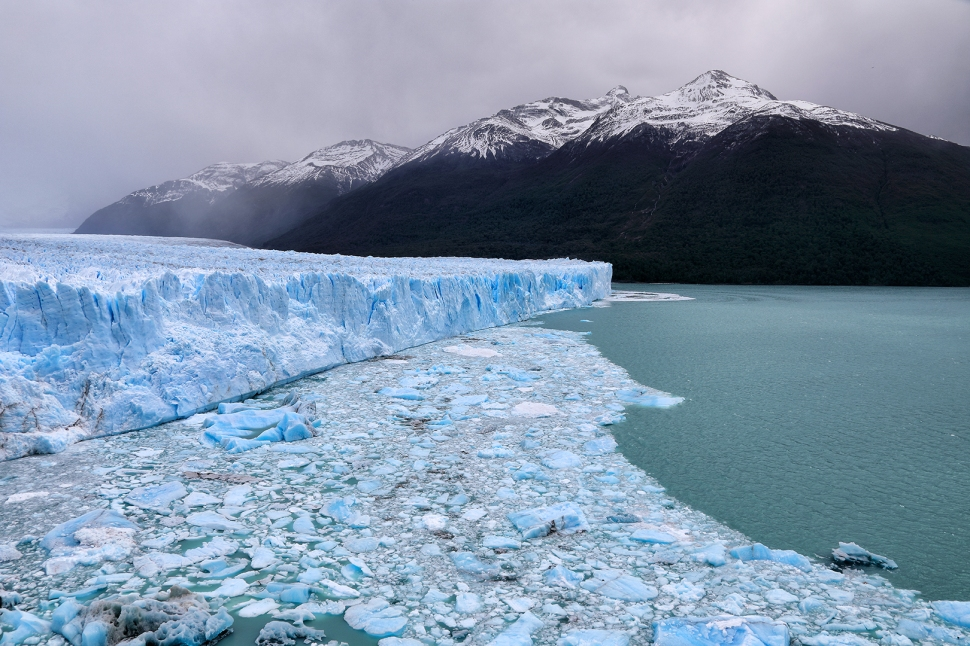 perito-moreno-and-mountains