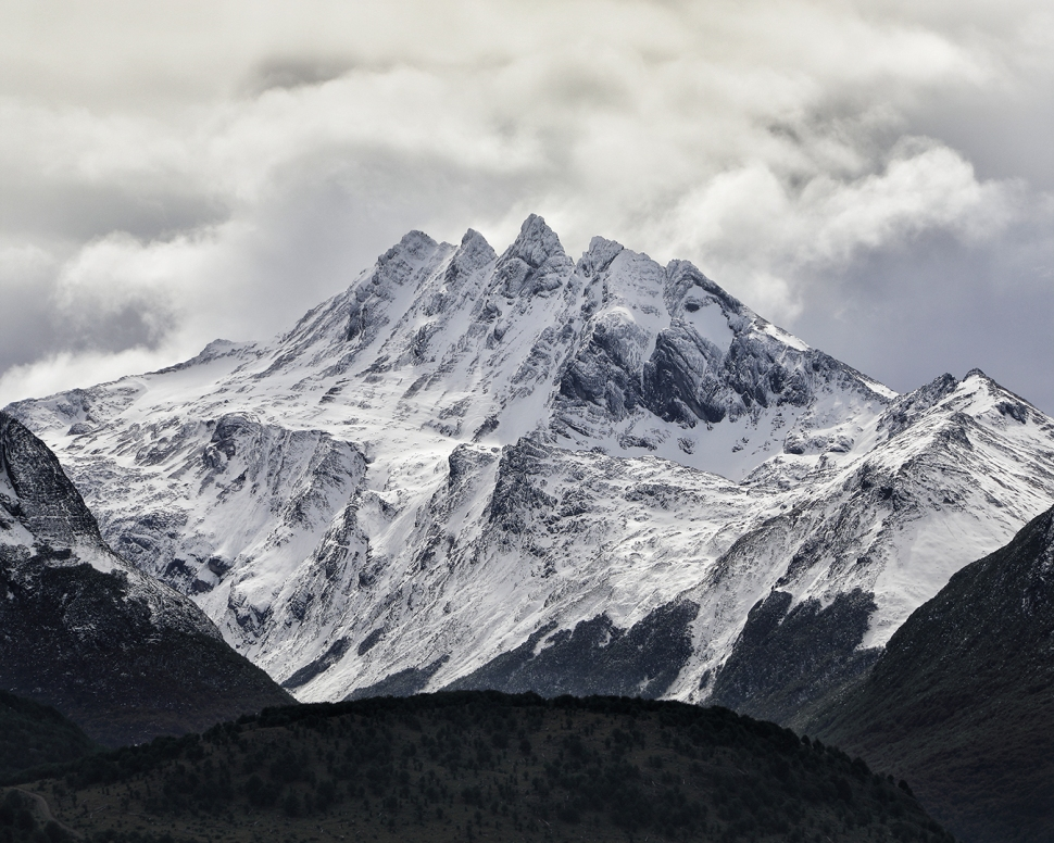 mountains-by-ushuaia