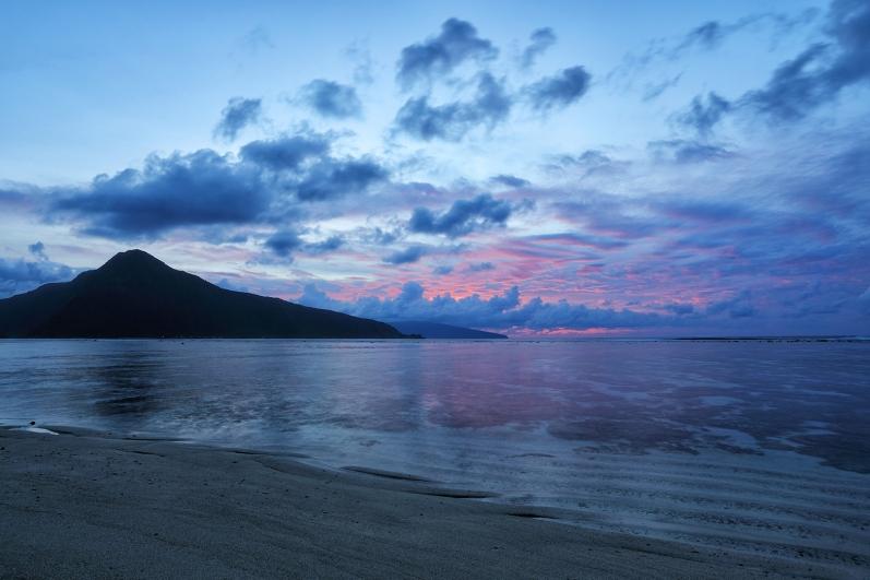 mellow-ofu-beach-sunrise