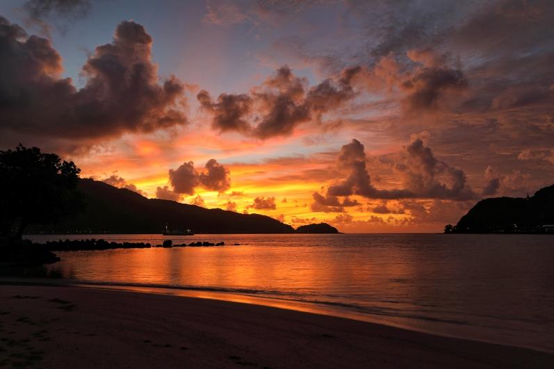 pago-pago-sunrise